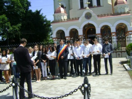 Elevi_Liceul Nicolae Jiga_Biserica Ortodoxa Sf. Nicolae_Tinca_ foto_Gabriela Gentiana Groza