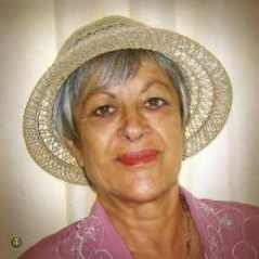 Gabriela Gentiana Groza cu palarie de paie