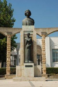 Statuia_lui_Mihai_Eminescu
