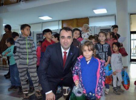 Copiii daruiesc copiilor_Craciun_2017_Baia Mare_3