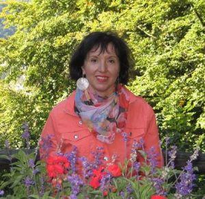 Liliana Moldovan intre flori